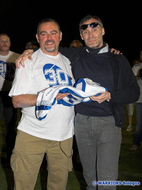 Paolo Fantazzini (a destra) con il presidente dei Warriors Maurizio Benassi, il 14 aprile 2007 alla cerimonia del ritiro della maglia n. 30