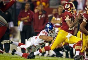 Robert Griffin III in azione nella vittoria dei suoi Redskins, 17-16 sui New York Giants