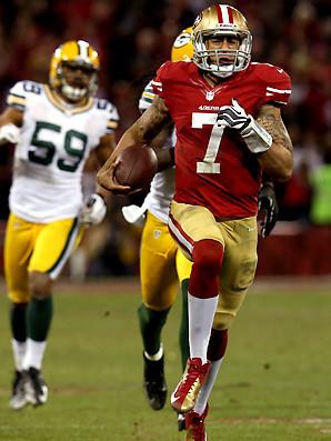 Colin Kaepernick sfugge al controllo della difesa dei Packers nel TD DA 56yd