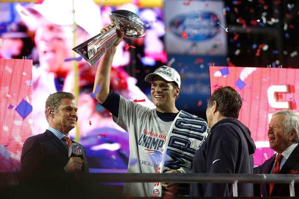 Tom Brady con il Vince Lombardi Trophy