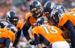 Denver Broncos huddle 2016