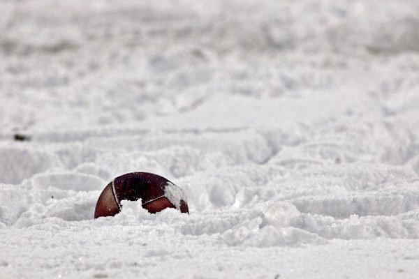 american football snow neve