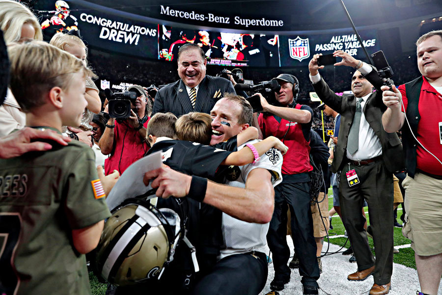 Drew Brees super il record di Manning con 71.940 yards in carriera