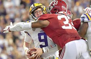 Alabama vs LSU, il sack ai danni di Joe Burrow