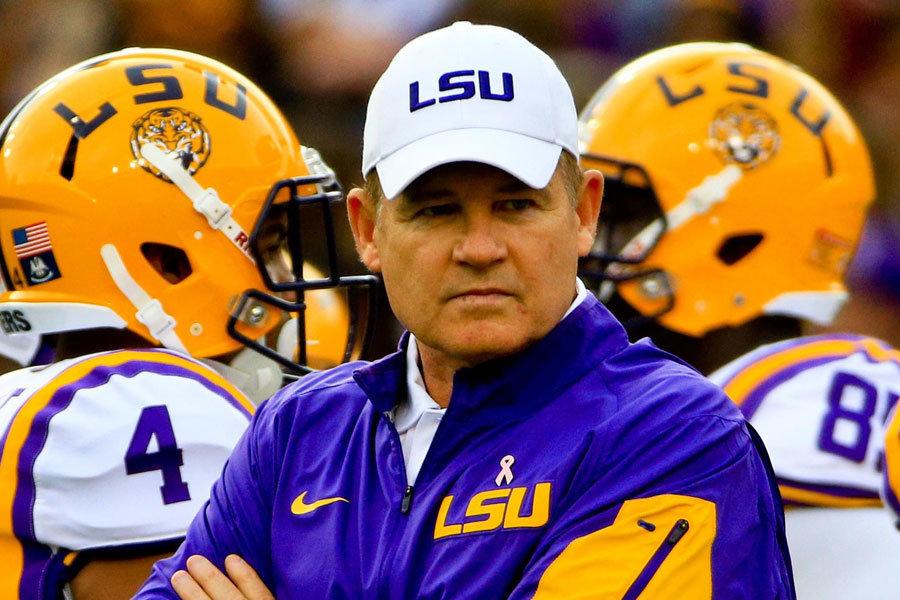 coach Les Miles a LSU