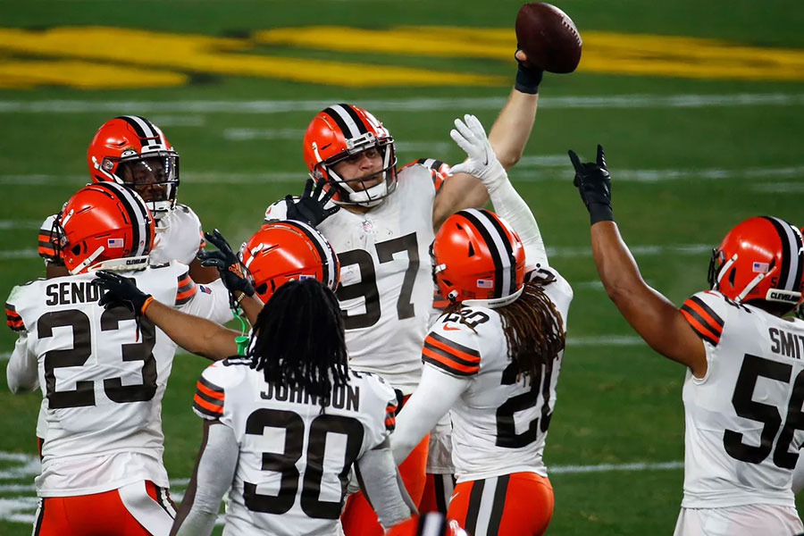 NFL Playoff 2020, la difesa dei Cleveland Browns domina gli Steelers